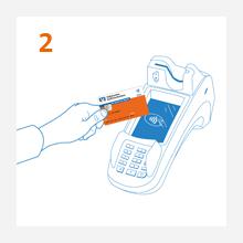 2. Schritt: Kunde hält Debitkarte ans Kartenlesegerät